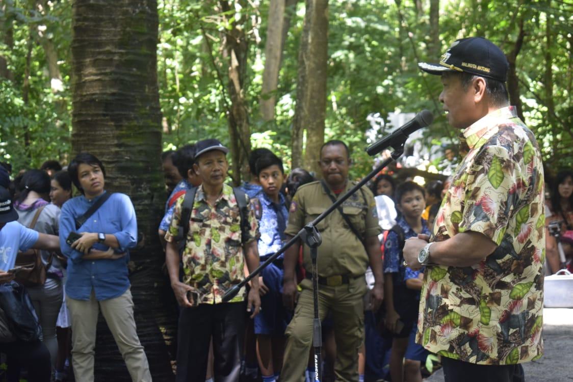 Permalink ke Puncak Festival Tangoko, Wali Kota Bitung Resmikan Monumen Alfred R. Wallace