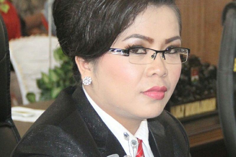 PDIP Tugaskan Marty Ole Ketua DPRD Mitra