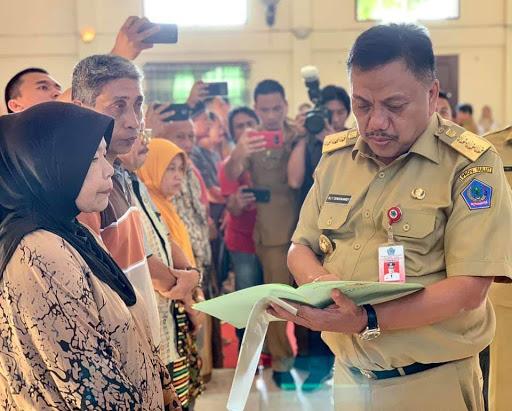 Realisasikan Program Jokowi, Olly Dondokambey Bagikan 1.243 Sertifikat Tanah di Bolmong Raya