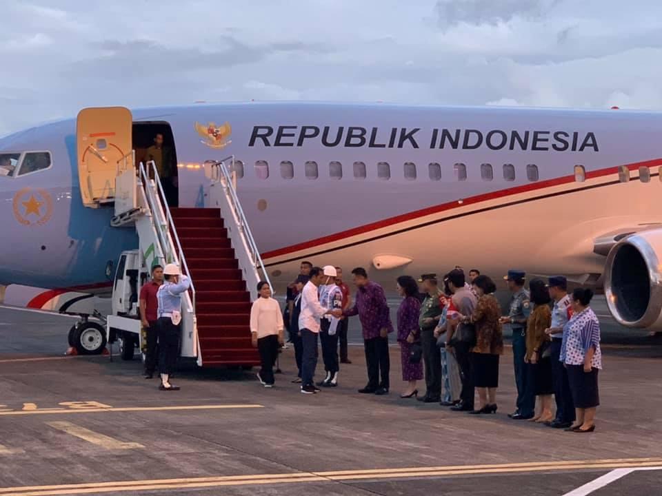 Tiba di Manado, Presiden Jokowi Disambut Gubernur Sulut
