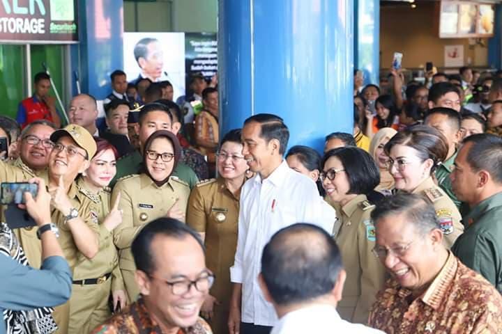 Permalink ke Bupati dan Wabup Minsel Antusias Sambut Presiden Jokowi