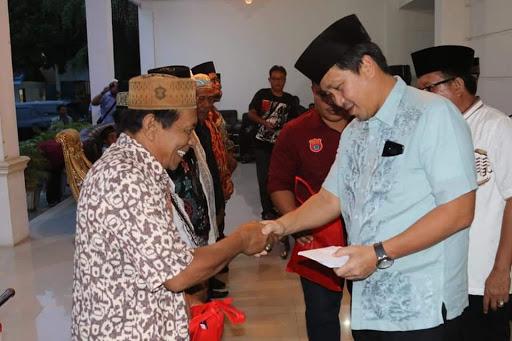 Permalink ke Ditemani Ketua MUI, Steven Kandouw Buka Puasa Bersama Umat Muslim Kota Bitung