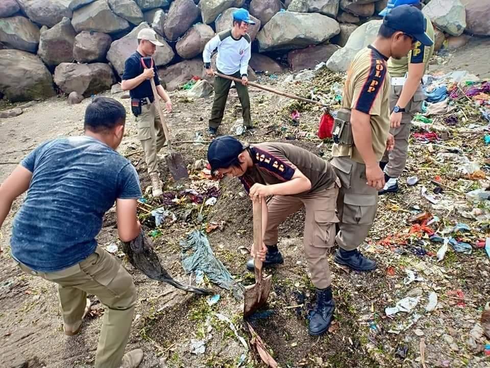 Permalink ke Peduli Lingkungan, Satpol PP Minsel Bersihkan Sampah di Pantai dan Pusat Kota Amurang
