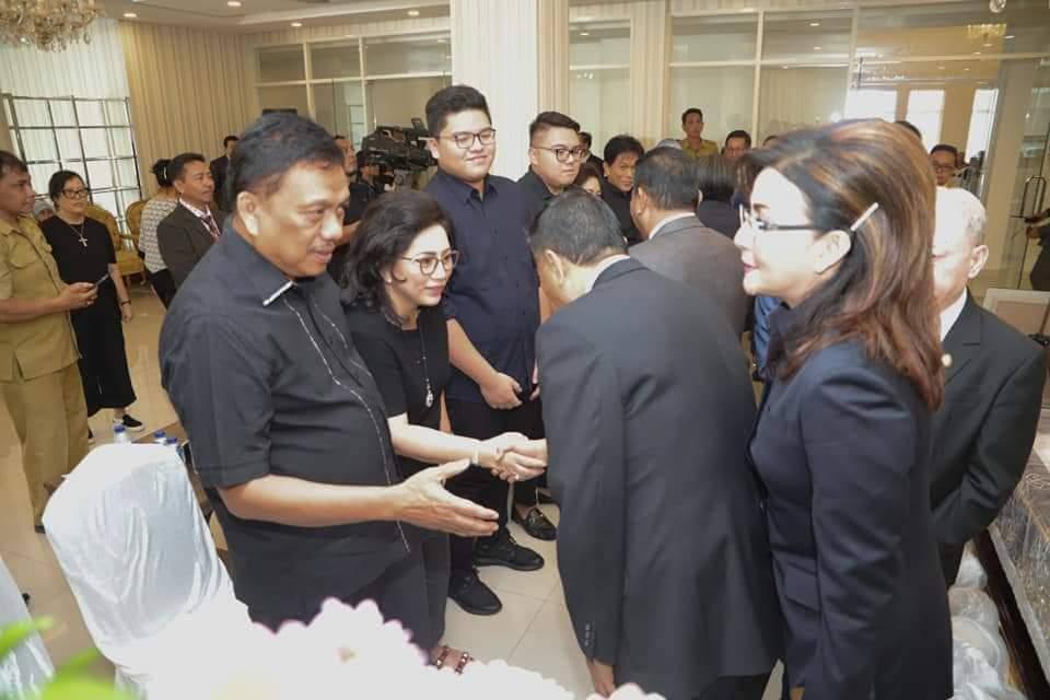 Permalink ke Bupati Minsel Melayat di Rumah Duka Alm Jhon Tumuntuan
