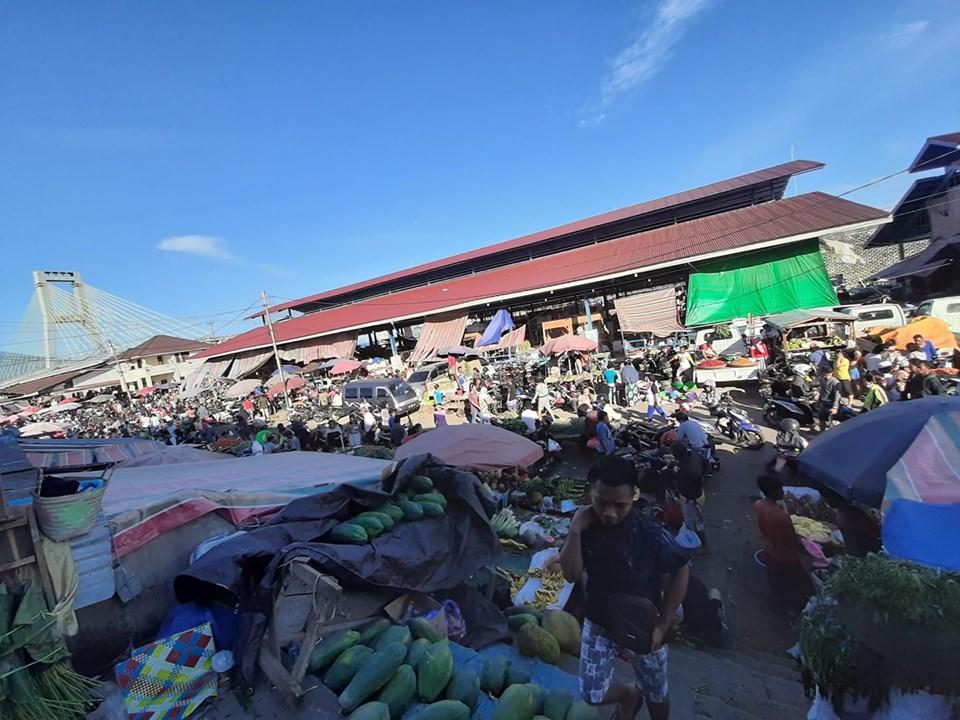 Jelang Thanksgiving Manado Pasar Tradsional Diserbu Warga