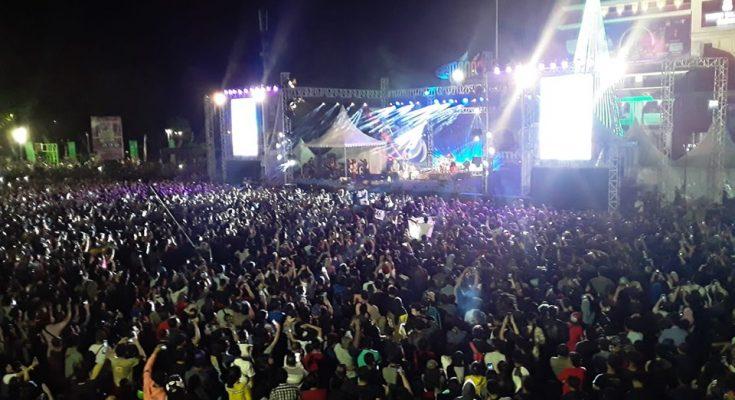 Permalink ke Closing Ceremony Manado Fiesta 2019, Konser Iwan Fals Hipnotis Warga