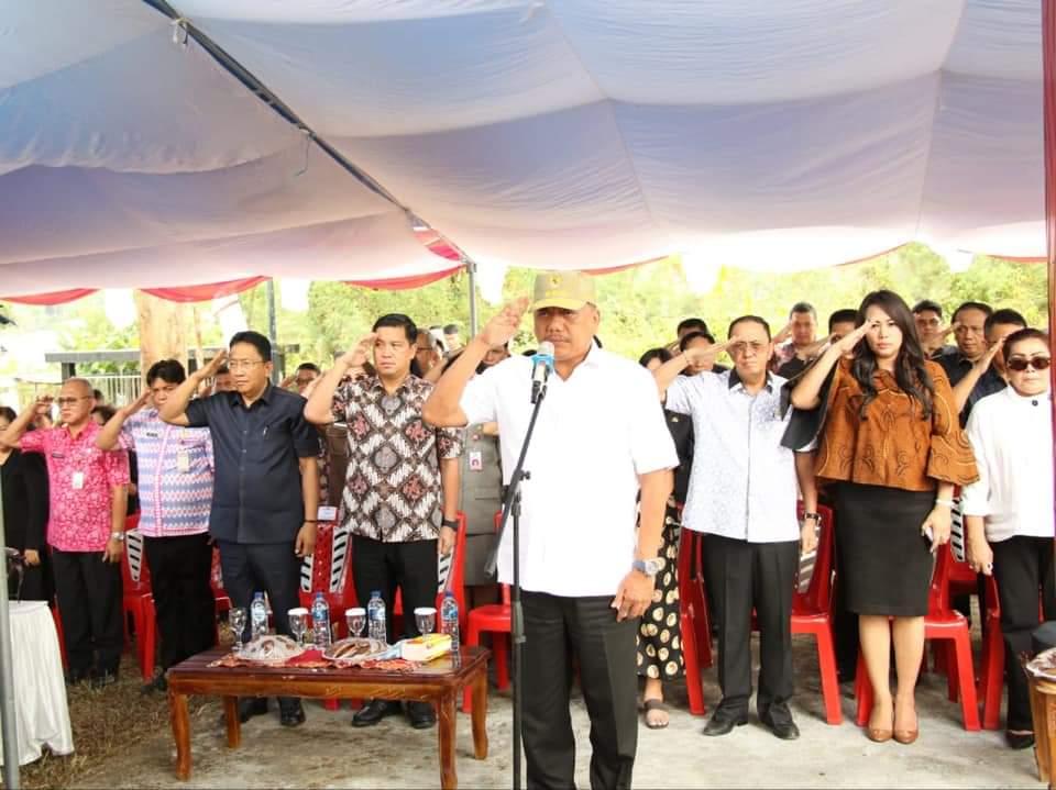 Permalink ke Olly Dondokambey Ziarah di Makam Wagub Freddy Sualang