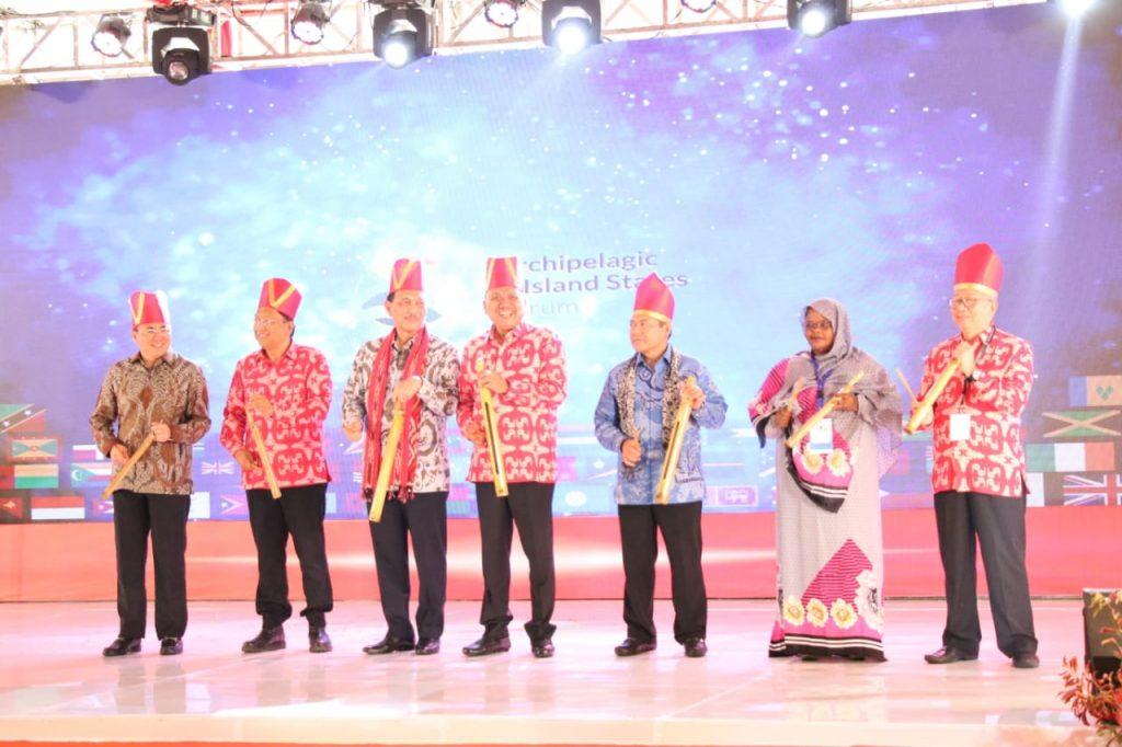 Permalink ke Buka AIS di Sulut, Luhut dan Olly Tandatangani Ikrar Ekowisata