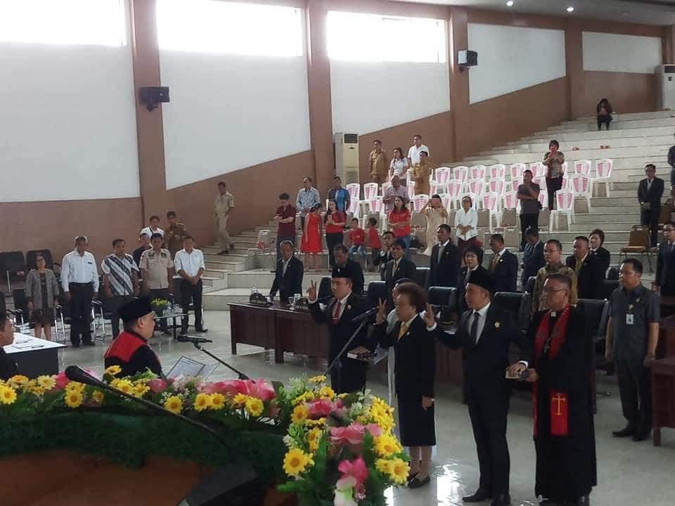 Permalink ke Tiga Pimpinan DPRD Minsel Periode 2019-2024 Resmi di Lantik