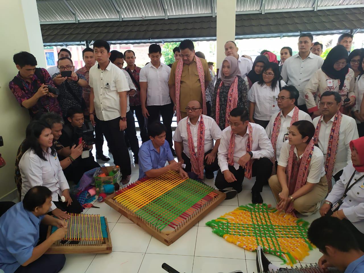 Permalink ke Mensos Juliari Batubara Temui Penyandang Disabilitas di Manado