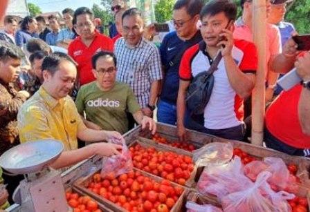 Permalink ke Kunjungi pasar tradisional, Wamen Perdadangan Didampingi PD Pasar