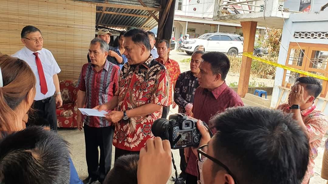 Permalink ke Gubernur Sulut Bantu Korban Kebakaran di Tompasobaru Satu