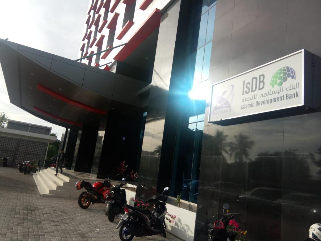 Baru Diresmikan Gedung Fakultas Hukum Unsrat Sudah Rusak