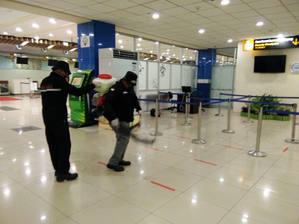 Permalink ke Bandara Sam Ratulangi Lakukan Social Distancing dan Penyemprotan Disinfektan