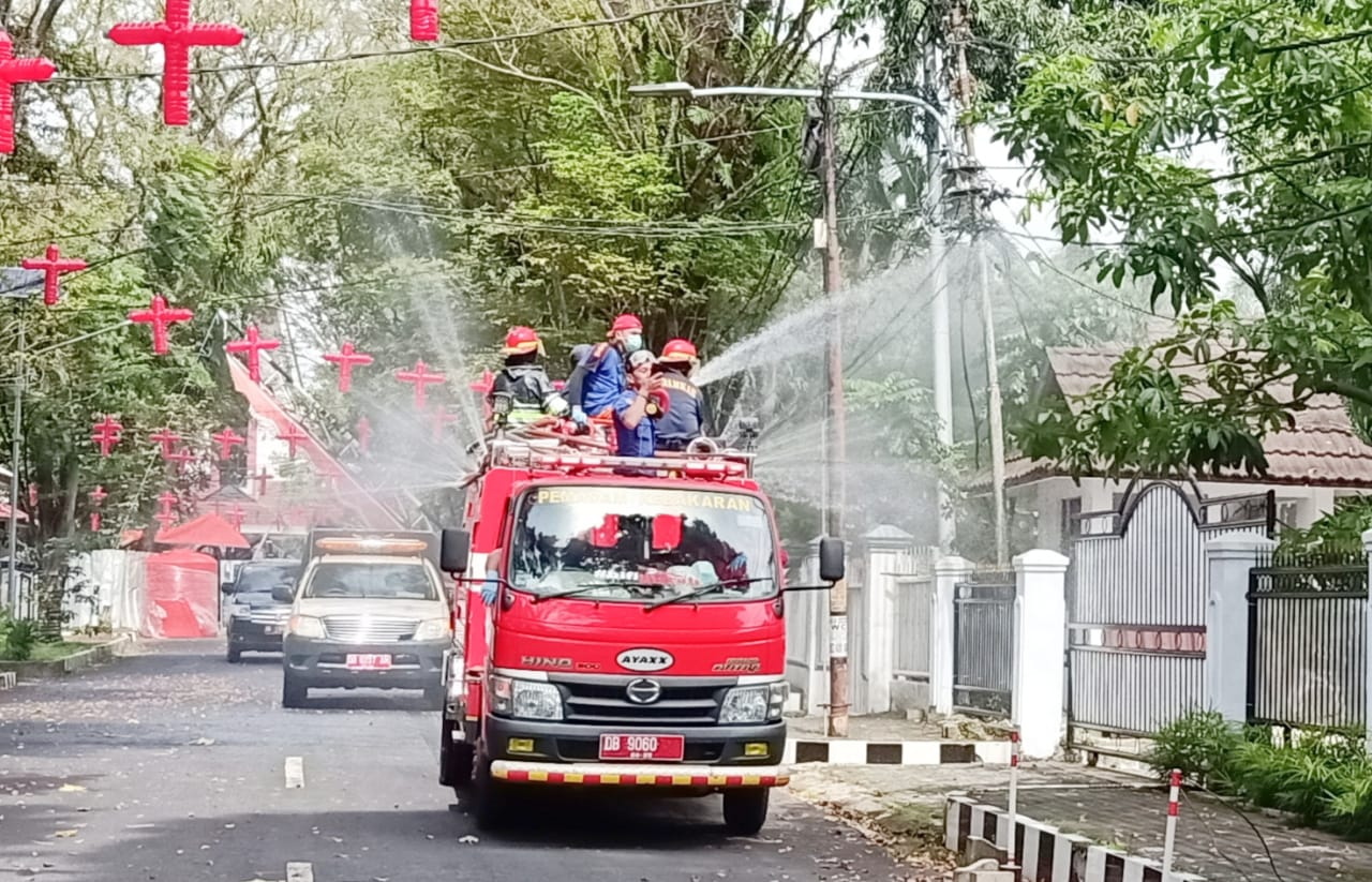 Permalink ke Pemprov Sulut Semprot 16 Ribu Liter Disinfektan di Manado