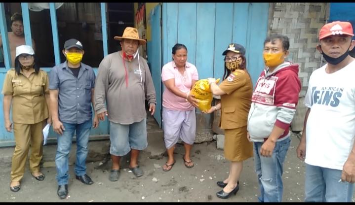 Permalink ke Kelurahan Bitung Amurang Mulai Salurkan Bantuan Sembako