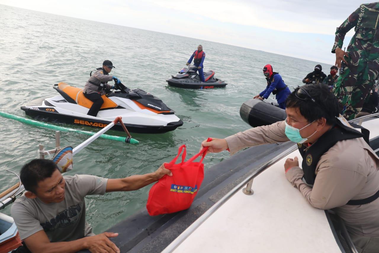 Permalink ke Steven Kandouw Pimpin Penyaluran Bantuan Sembako Untuk Warga Pesisir