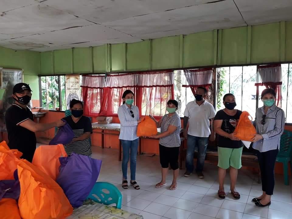 Permalink ke Di Tengah Pademi Covid-19, FER, Smart dan PSR Bagikan 1.492 Paket Sembako di Kecamatan Amurang Barat