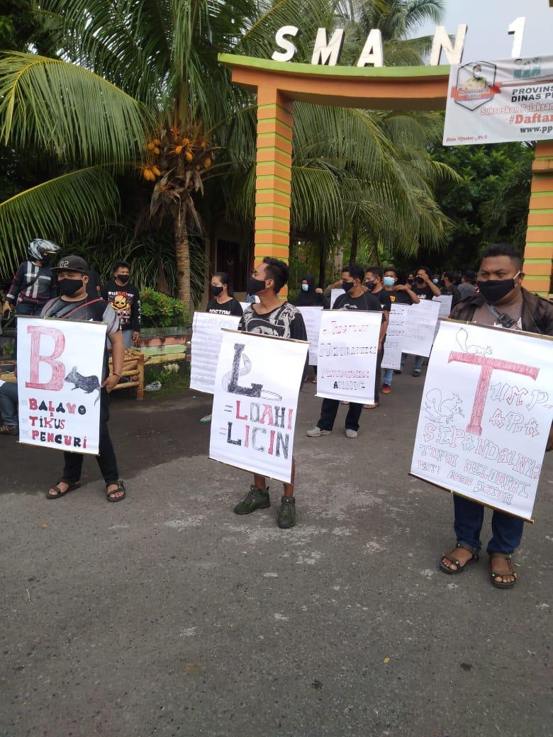 Permalink ke Demo bisu digelar warga Beha