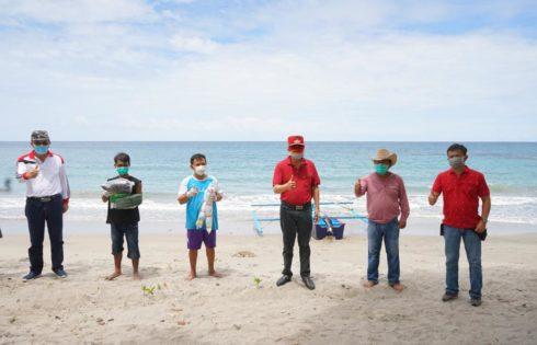Nelayan di Bukit Tinggi Terima Bantuan Perahu Fiberglass 3 GT