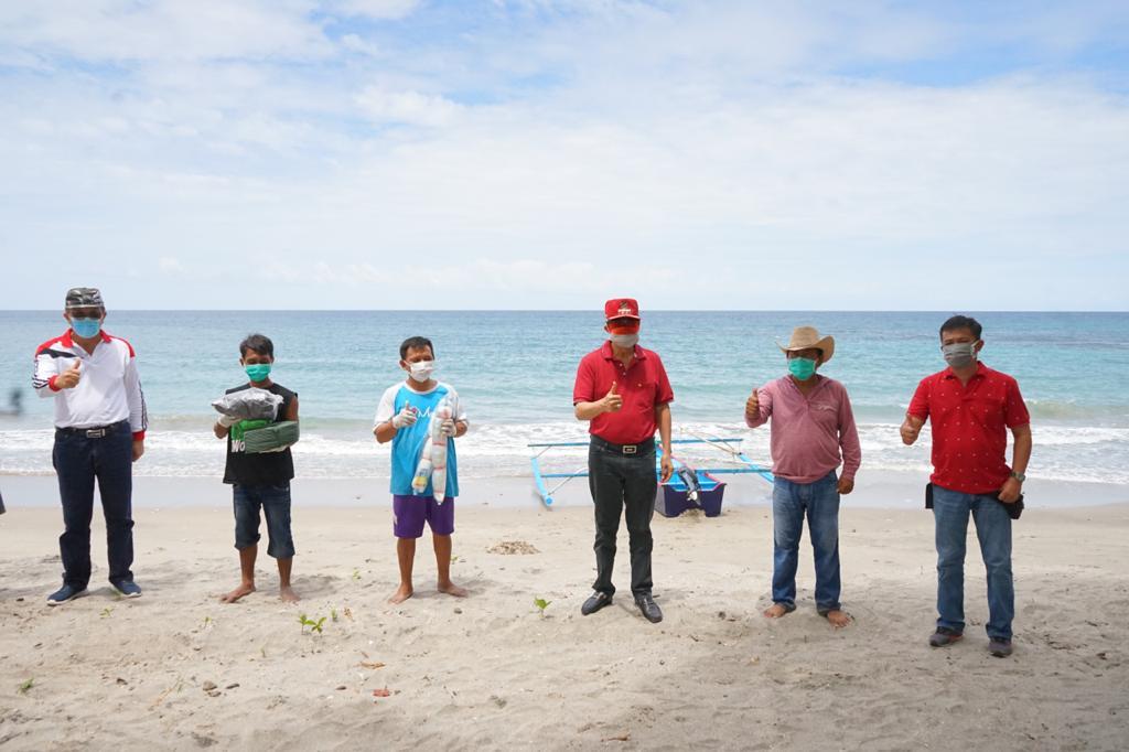 Permalink ke Nelayan di Bukit Tinggi Terima Bantuan Perahu Fiberglass 3 GT