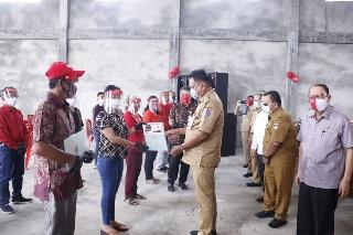 Permalink ke Dukung Program Presiden, ROR-RD Dampingi Olly Serahkan Sertipikat Tanah