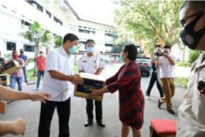 Permalink ke Kandouw Salurkan 2.500 Paket Balasa Bagi Pelaku Parekraf Sulut