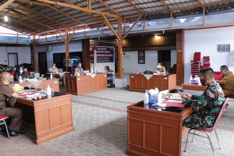 Permalink ke Wakili Bupati, Muntu Resmikan Bangunan Baru Pasar Rakyat Tanawangko