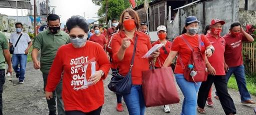 Permalink ke Jauh-Jauh ke Bolmong Ibu Rita Bagi-Bagi Masker