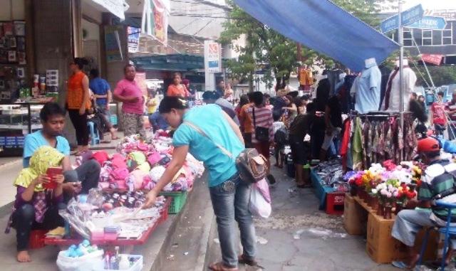 Permalink ke Jelang Natal dan Tahun Baru, PD Pasar Manado longgarkan PKL di Pusat Kota 45