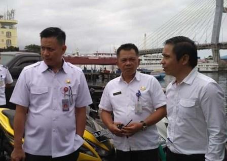 Permalink ke Sebelum berlayat alat keselamatan kapal diperiksa rutin Dishub Manado