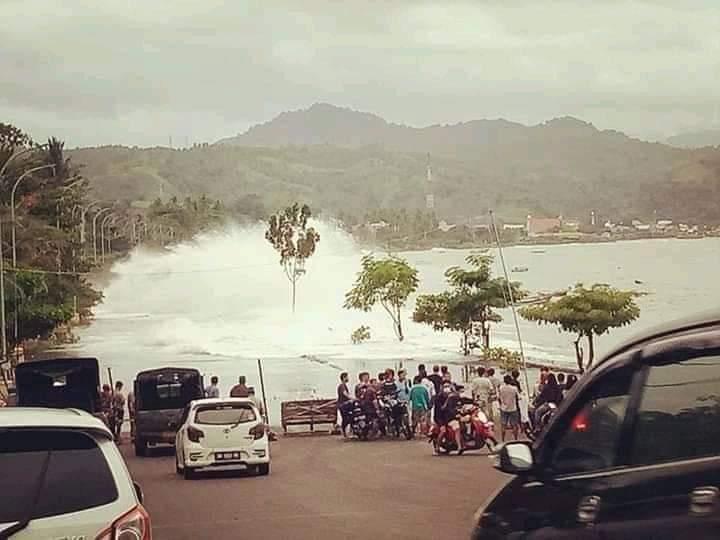 Permalink ke Gelombang Pasang Terjang Penahan Ombak dan Jalan Boulevard Amurang