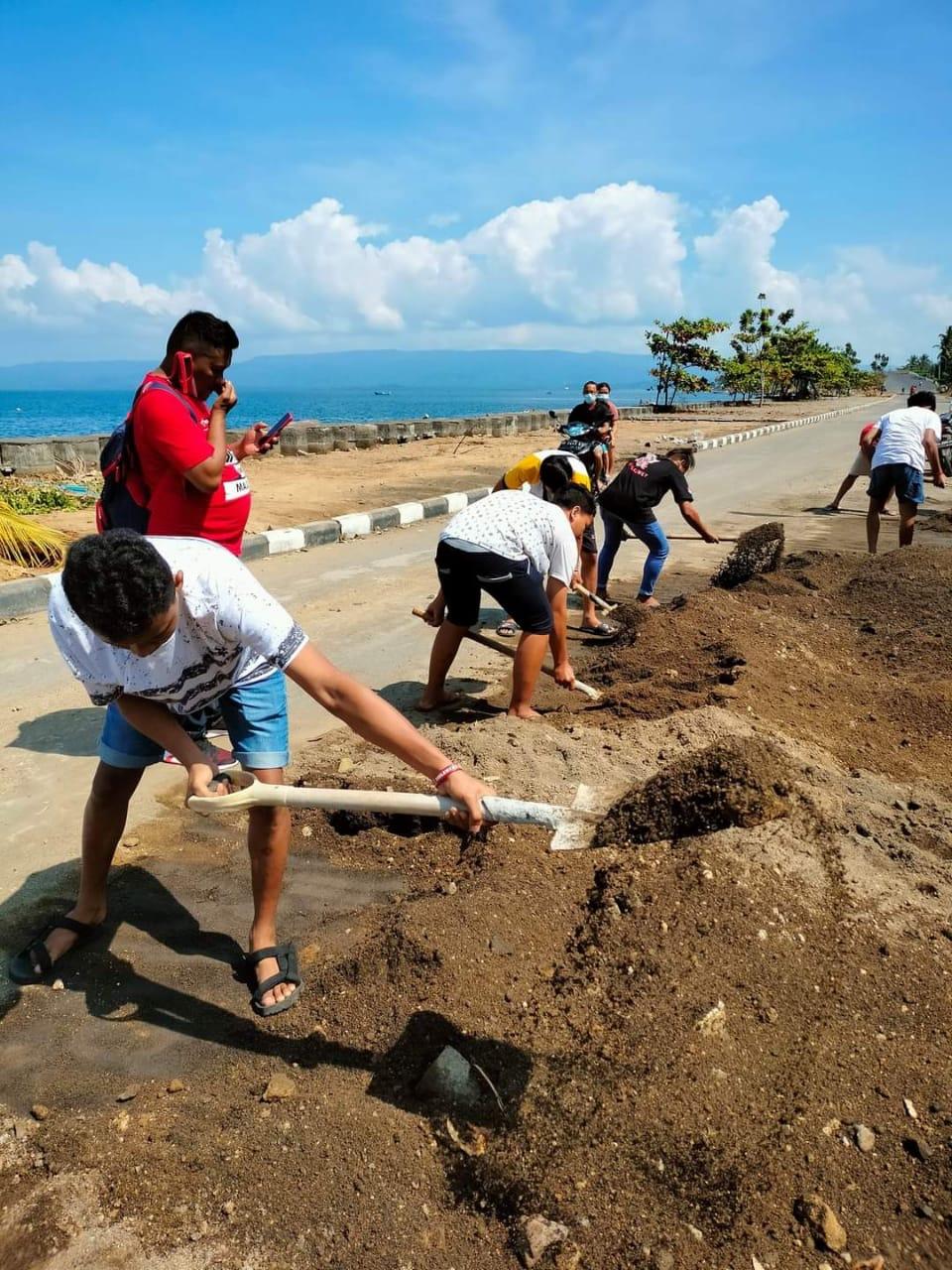 Permalink ke BMI Kecamatan Amurang Bersihkan Sisa Material Akibat Bencana di Jalan Boulevard Amurang