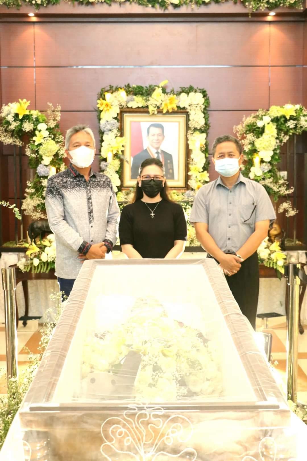 Permalink ke FDW-PYR melayat ke rumah duka mantan Gubernur Sulut SH Sarundajang